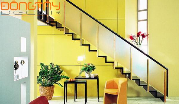 Cầu thang đặt trên cửa chính cản trở sự phát triển công danh sự nghiệp của gia chủ