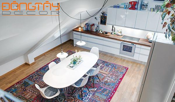 Căn phòng tràn đầy sức sống với đủ loại sắc màu tươi sáng.