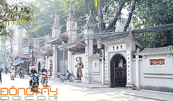 Nhà ở gần các khu vực tâm linh như đền chùa miếu mạo, nghĩa trang... tài lộc dễ bị ảnh hưởng