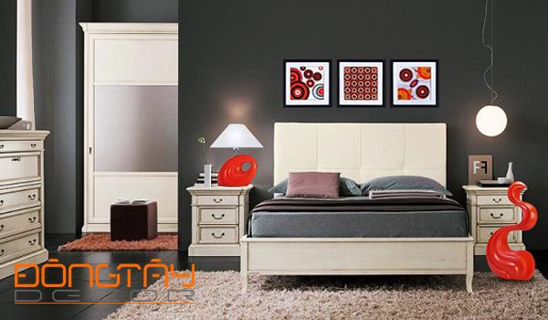 Phòng ngủ màu xám chủ đạo, bổ sung thêm đồ trang trí màu đỏ cũng phù hợp với mệnh Thổ