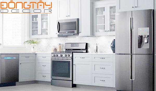 Tủ bếp inox tối màu được ưa chuộng trong năm nay so với các sản phẩm inox sáng bóng trước đó.