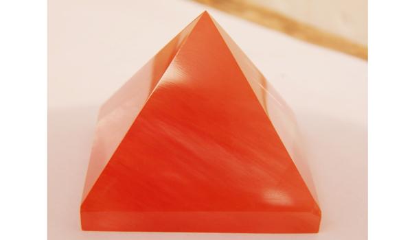 Sử dụng vật phẩm phong thủy màu đỏ để tăng cường năng lượng