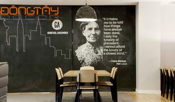 Những bức tường sống động với các hình vẽ của học sinh