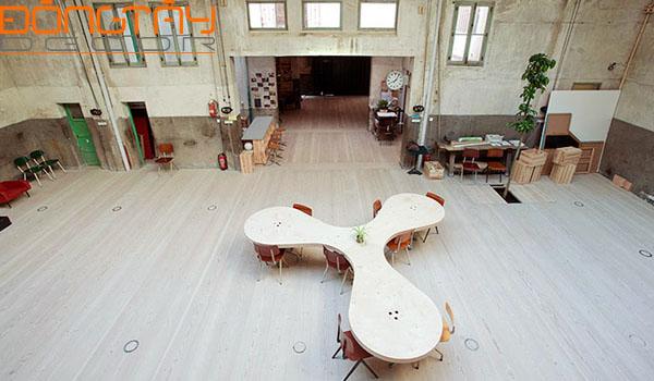 Văn phòng The Hub thiết kế trên nền của một nhà để xe cũ từ năm 1940